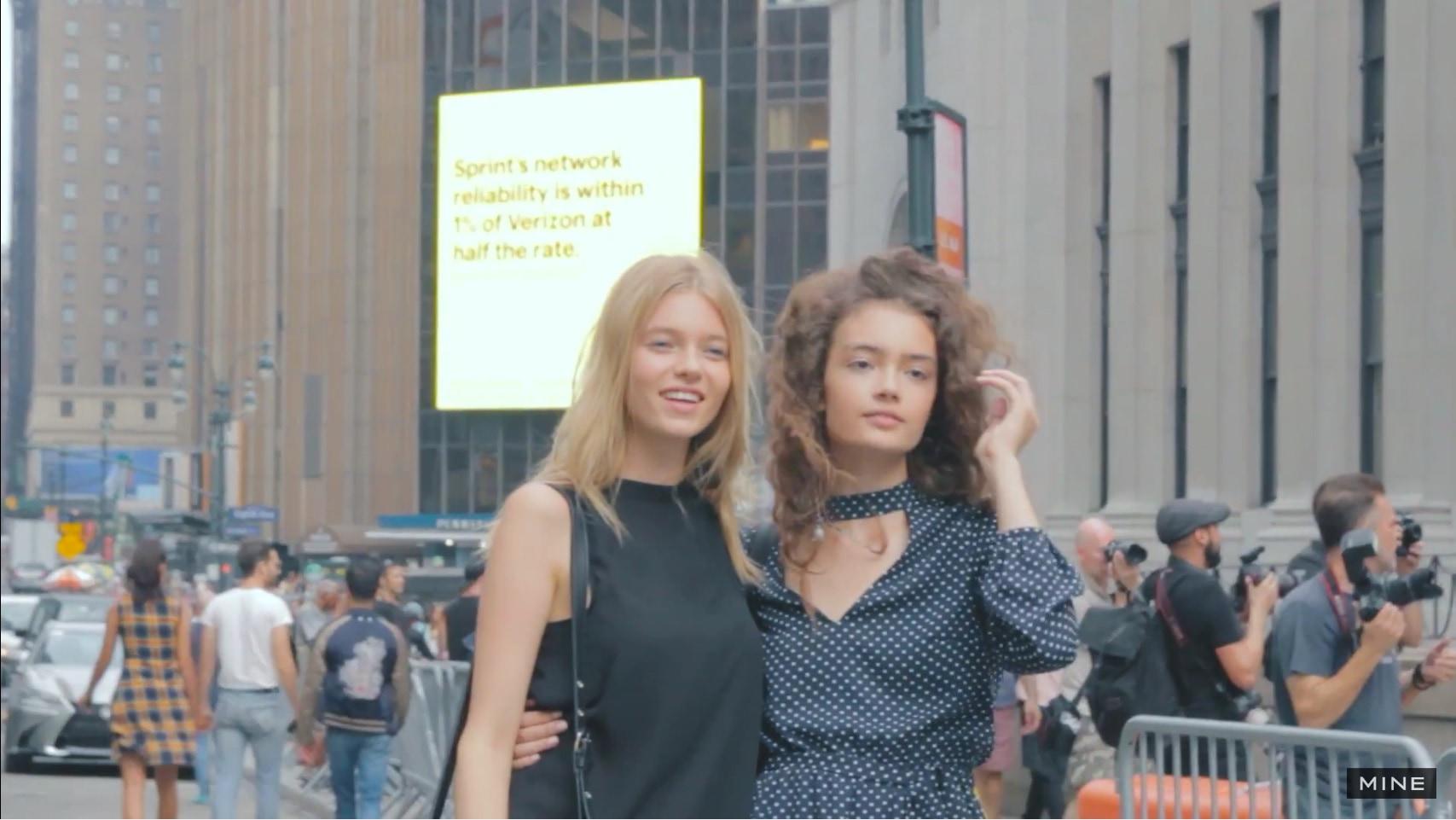 【New York Fashion Week】Skylightで行われたJonathan Simkhaiのファッションショー前でパパラッチ