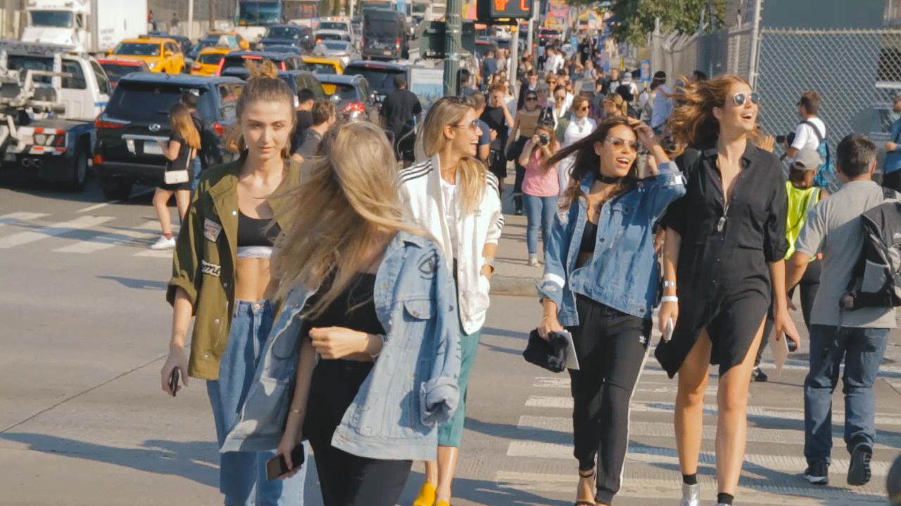 【New York Fashion Week】Hudson River Parkで行われたCOACHのファッションショー前をパパラッチ Part1