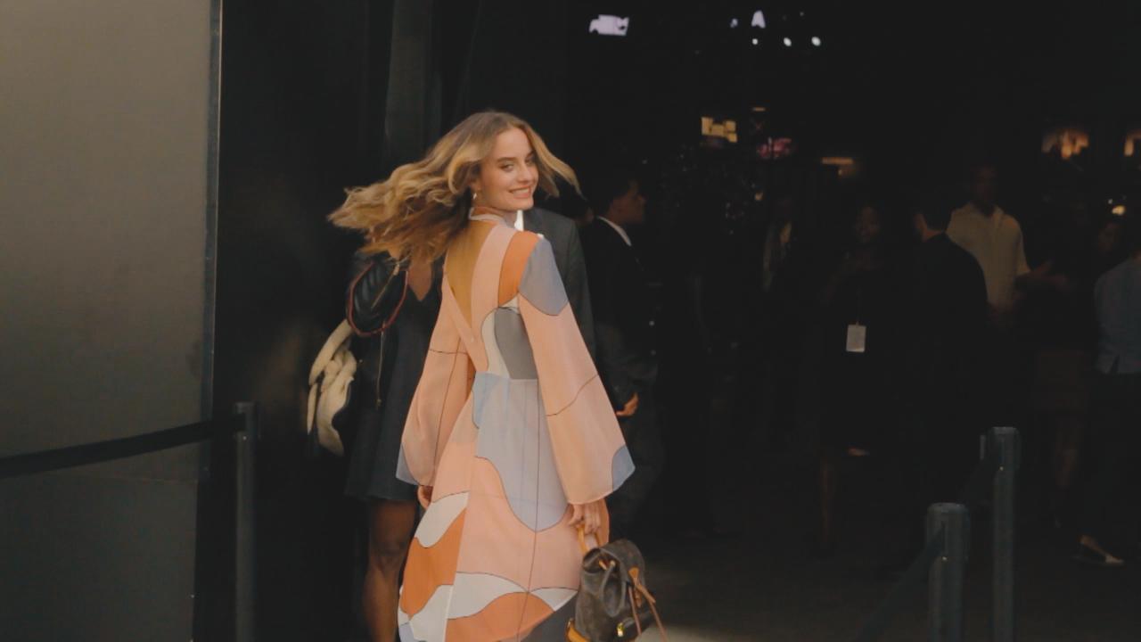 【New York Fashion Week】ジジ・ハディットがランウェイに登場した、ANNASUIのショー前でパパラッチ