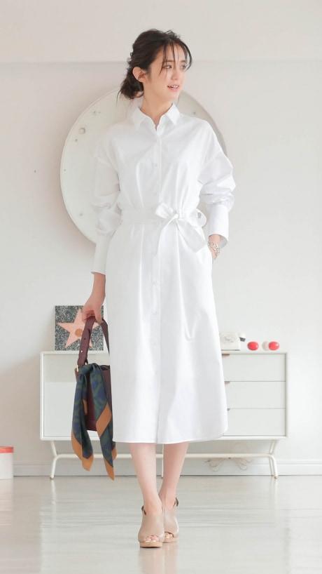 洗練された大人の魅力は「真っ白なシャツワンピース」が叶えてくれる