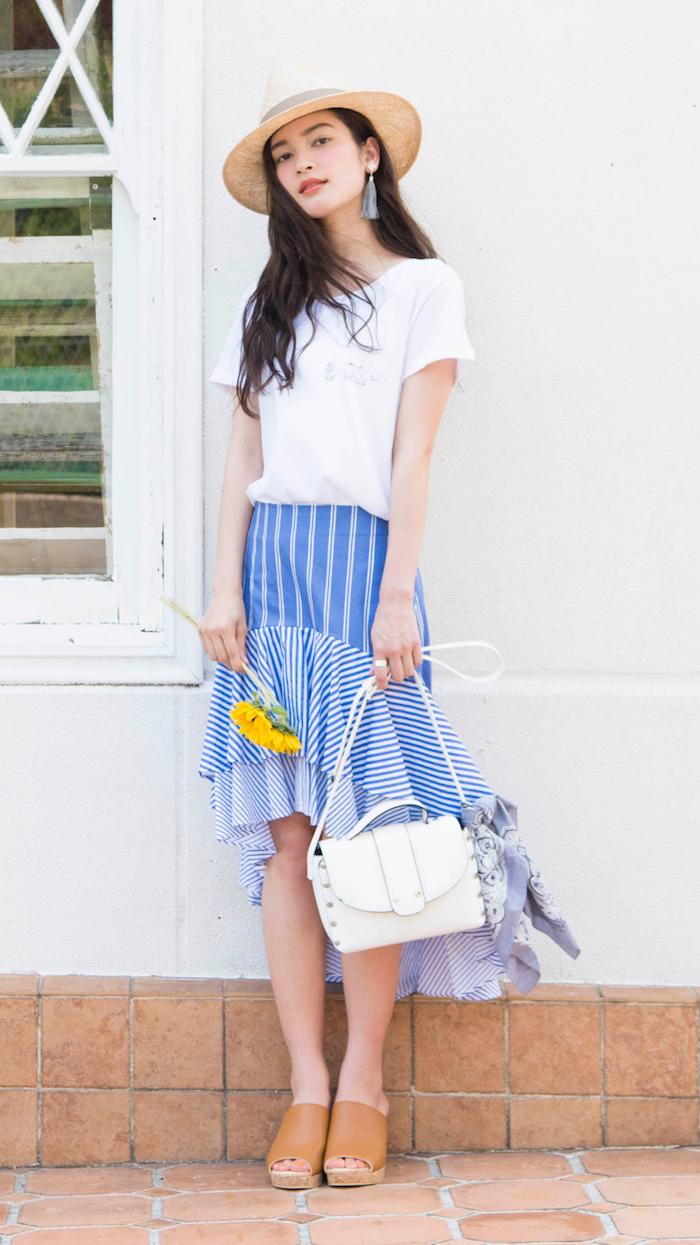 ベーシックな「白T」にマッチする、カラフルなスカートスタイル〜ブルースカート編〜