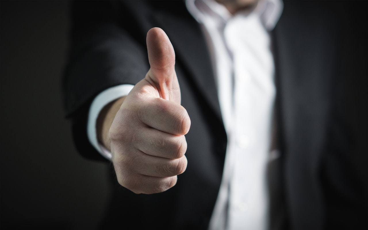 コミット(コミットメント)の意味とは?ビジネスシーンでの使い方や言い換え方を紹介