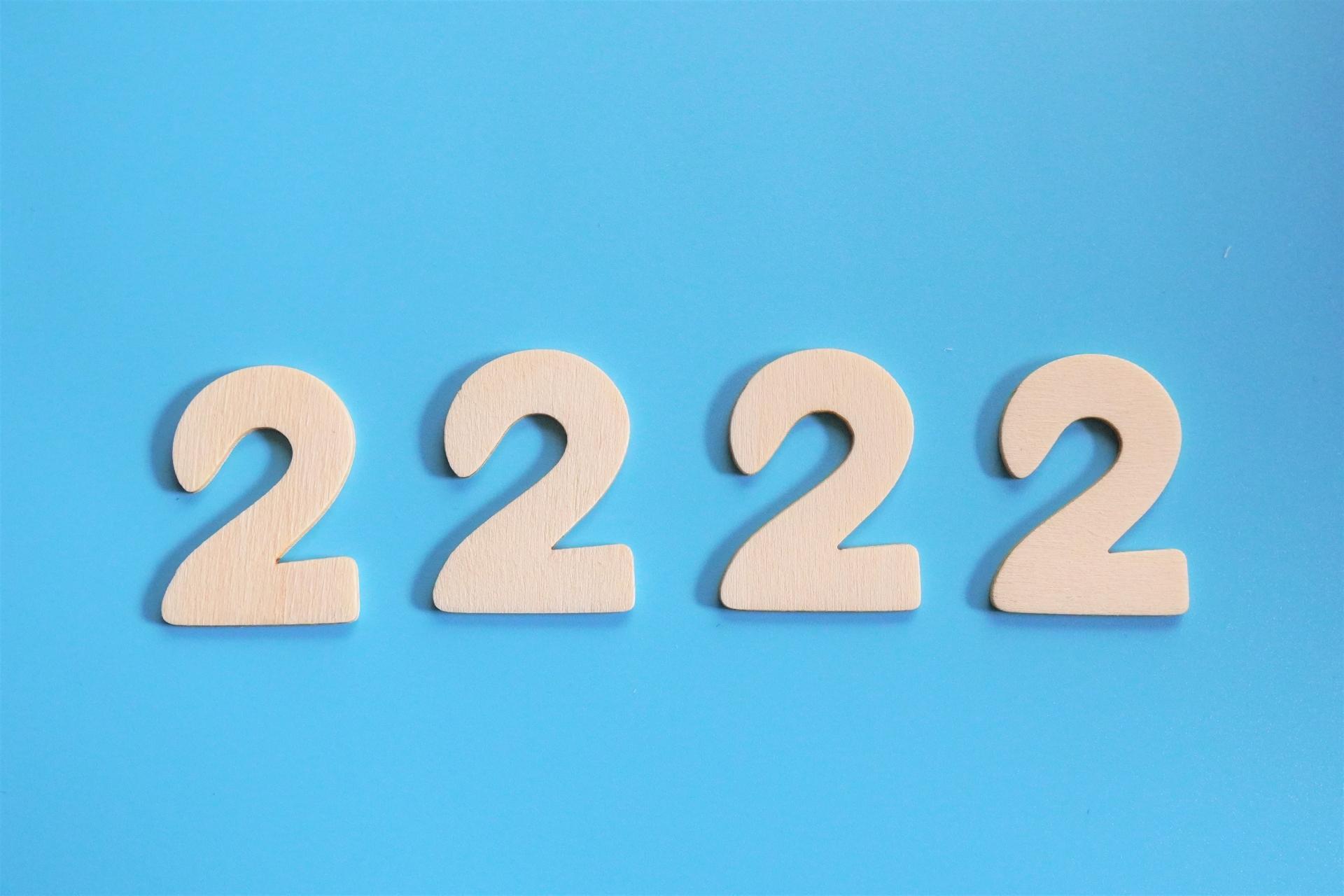 エンジェルナンバー2222の意味とは?恋愛運・仕事運・金運をそれぞれ解説