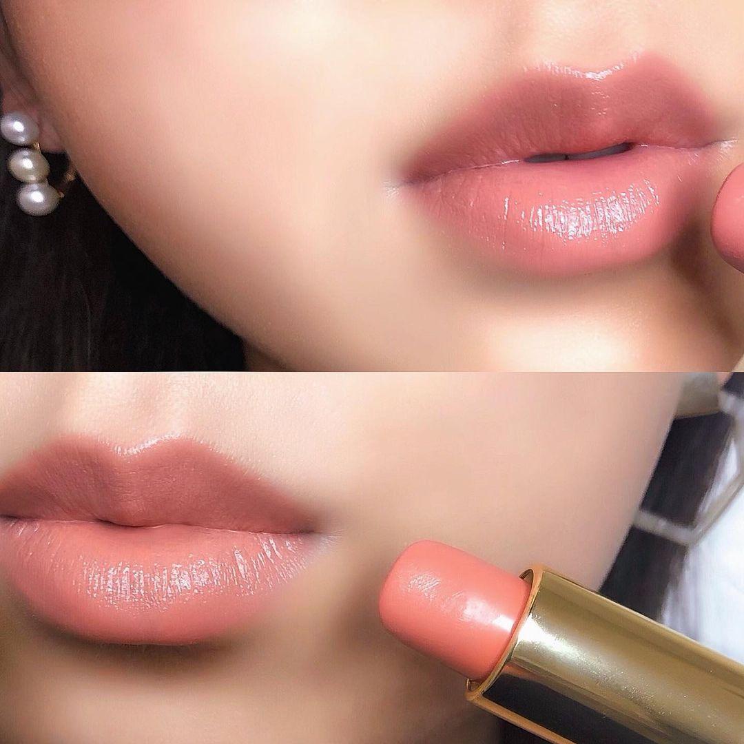 女性の唇とリップのイメージ
