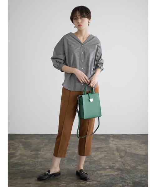 グレンチェックシャツ×ブラウンクロップドパンツのコーデ画像