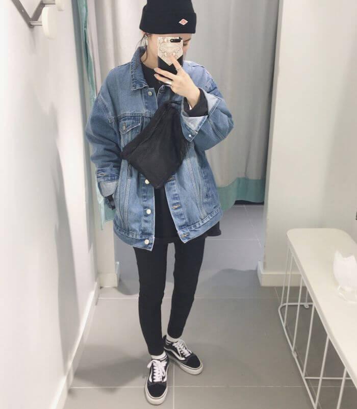 オーバーサイズのアイスブルーデニムジャケットのコーデ画像