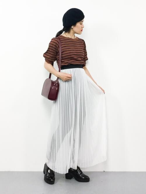 黒スキニー×白チュールスカートのコーデ画像