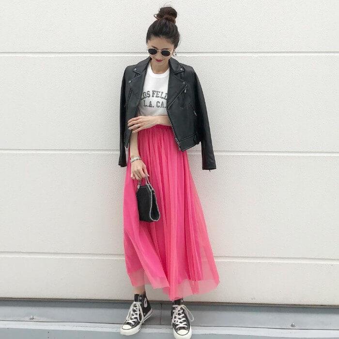 ネオン煌めく'80sファッションのコーデ画像