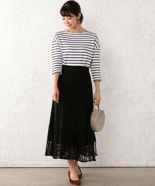 ボーダーTシャツ×黒レースフレアスカートのコーデ画像