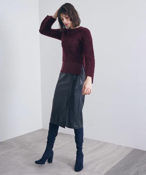 黒レザータイトスカート×ダークカラーのコーデ画像