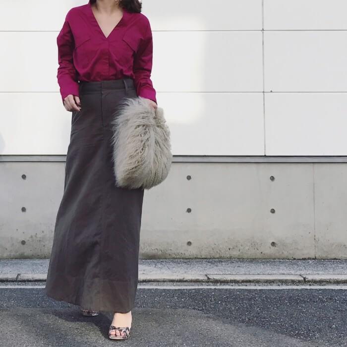 ロングタイトスカート×ベリー色ブラウスの秋色コーデ