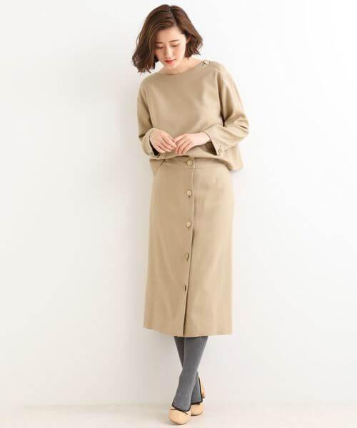 ベージュのウール混タイトスカートのコーデ画像