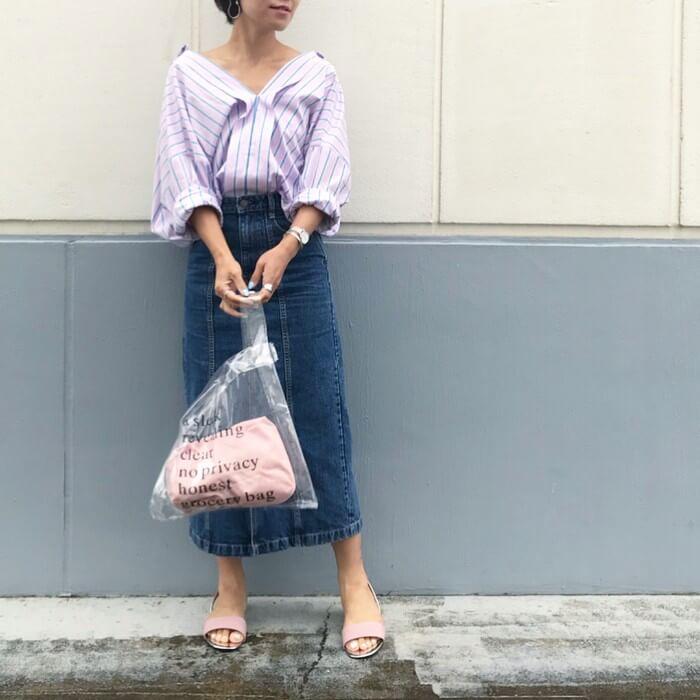 ストライプスキッパ―シャツ×デニムスカートのコーデ画像