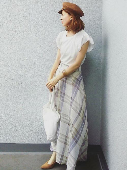 チェックロングスカート×フリル袖ブラウスのコーデ画像