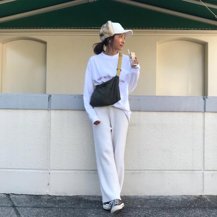 ホワイトロンT×リブワイドパンツのコーデ画像