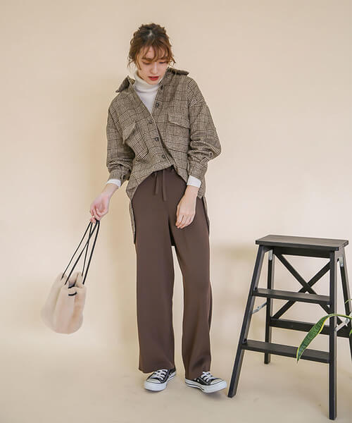 グレンチェックシャツ×ブラウンワイドパンツのコーデ画像