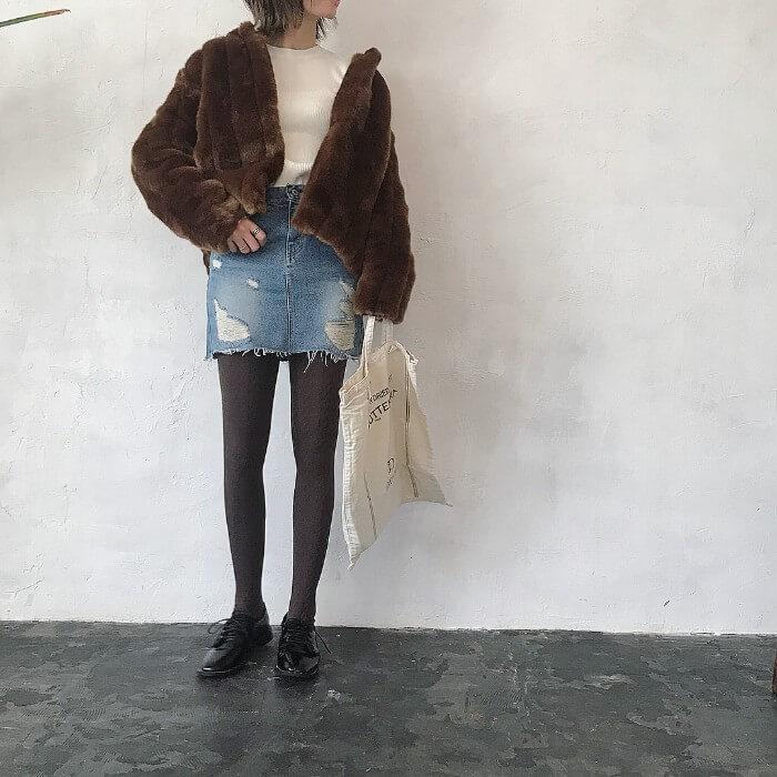 ミニデニムスカート×ブラウンファージャケット