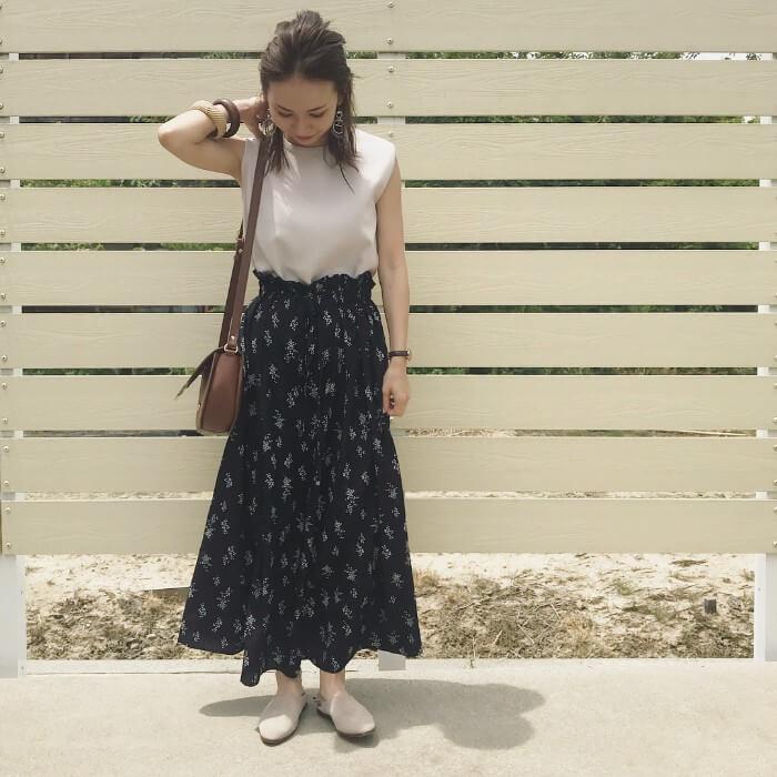 花柄のロングスカートのコーデ画像