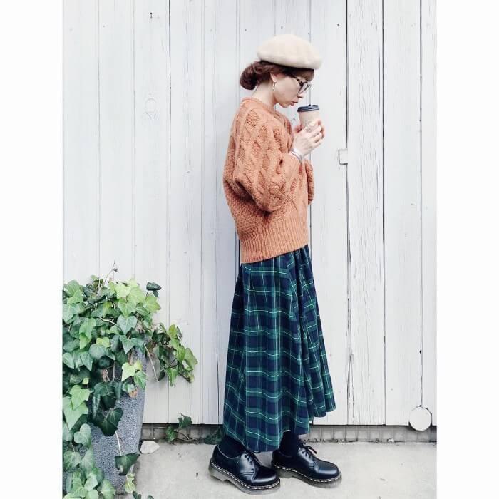 チェック柄タックフレアスカート×ざっくりニックのコーデ画像