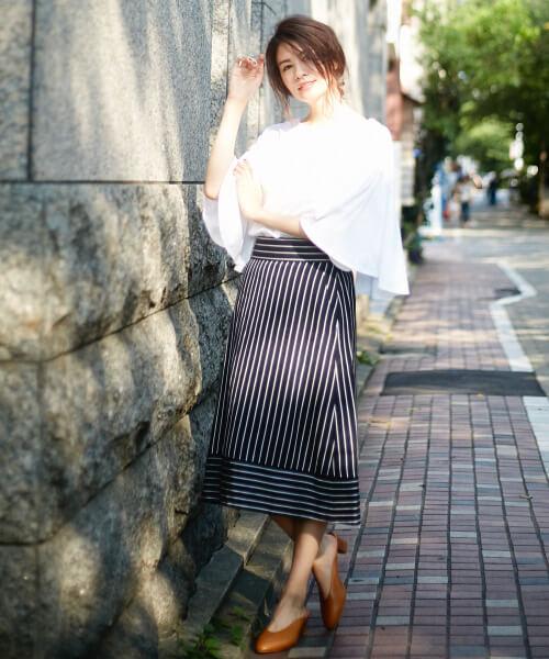 ネイビーストライプスカートのコーデ画像