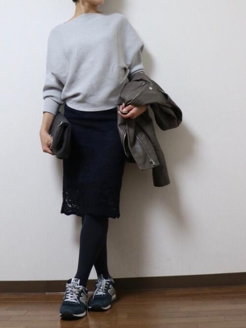 プチプラレーススカート×タイツ&スニーカーのコーデ画像