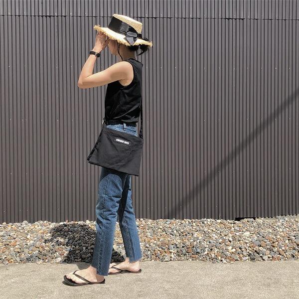 カンカン帽×サコッシュのコーデ画像