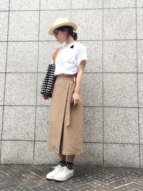 巻きスカート×中折れハットのコーデ画像