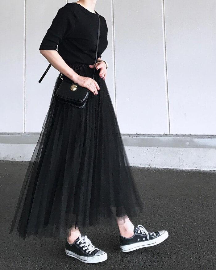透けスカート×タイトトップスのコーデ画像