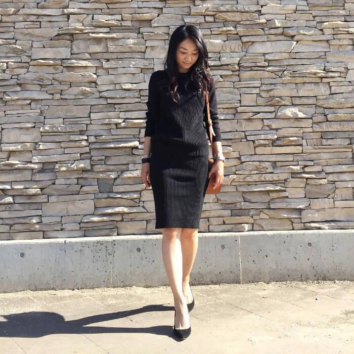 黒膝丈ニットタイトスカートのセットアップ風コーデ画像