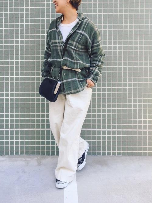 チェックシャツ×ワイドパンツ×ウエストマークのコーデ画像