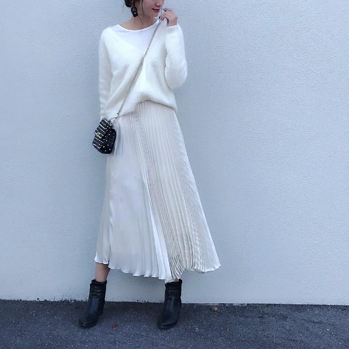 モヘアカーディガン×プリーツスカートのコーデ画像