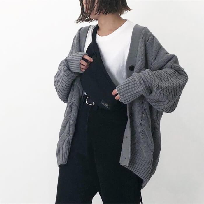 ニットカーディガン×Tシャツインコーデ画像
