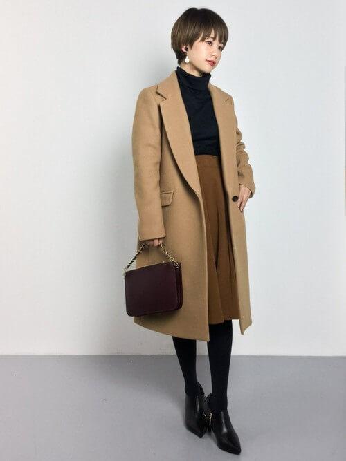 キャメルチェスターコート×ブラウンスカートのコーデ画像