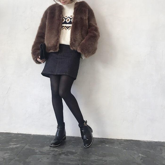 デニムミニスカート×黒タイツのコーデ画像
