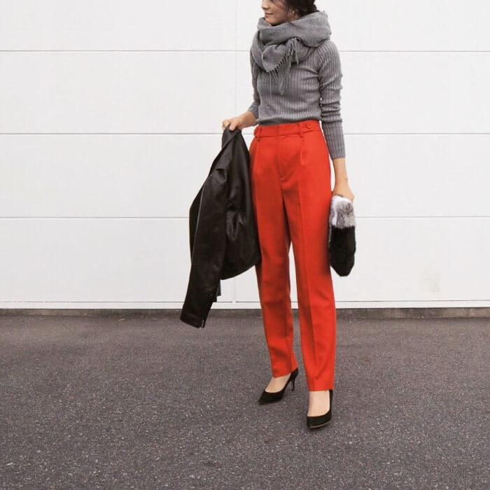 オレンジのセンタープレスパンツのコーデ画像