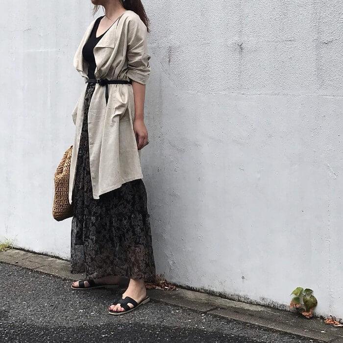 花柄ロングスカートとロングカーディガンのコーデ画像