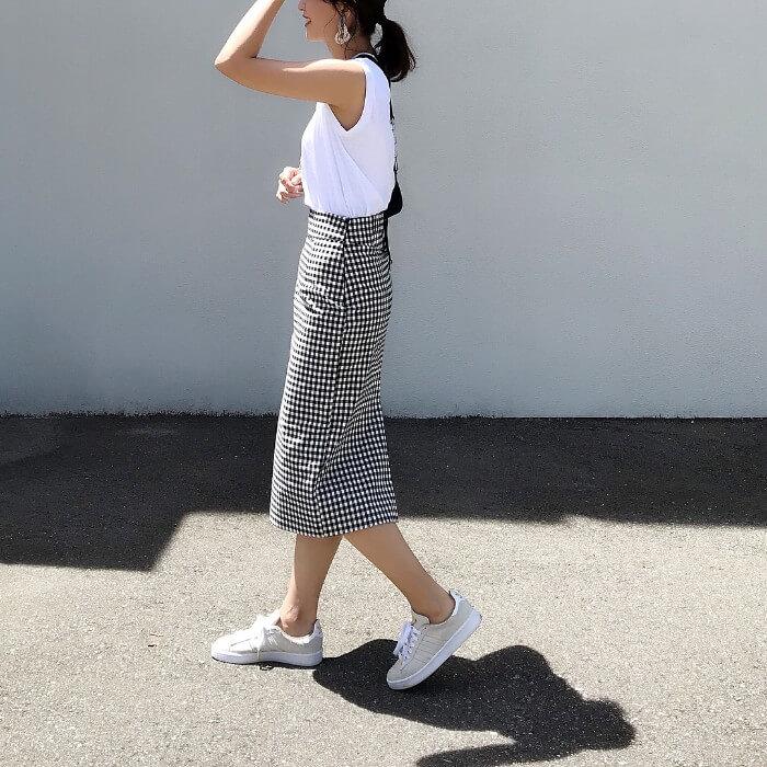 ギンガムチェックタイトスカートで大人シルエットにしたコーデ画像