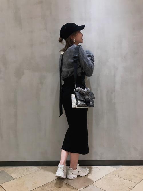 グレートップス×黒タイトスカート×ポンプフューリーのコーデ画像
