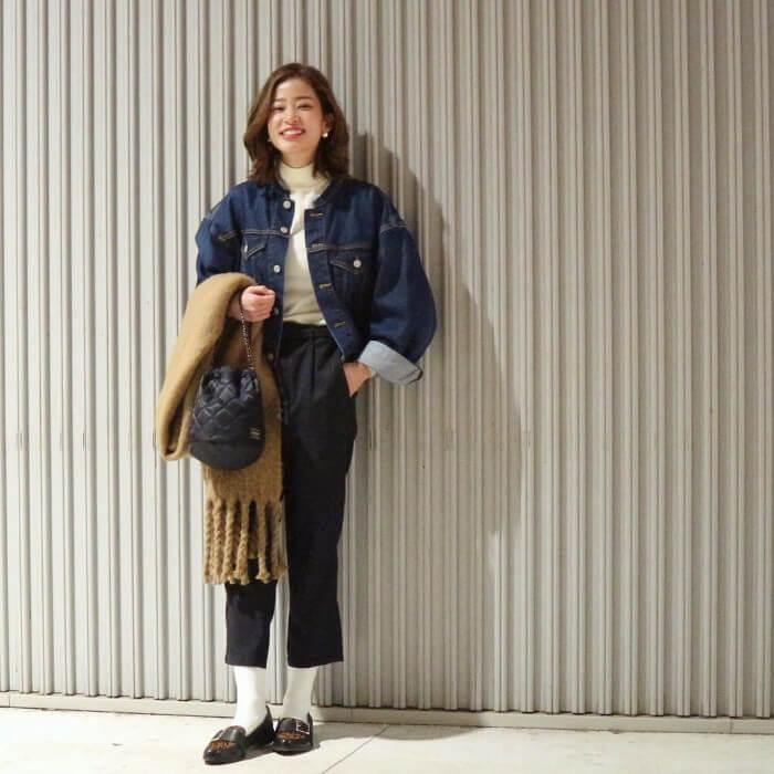 ローファー×白靴下のコーデ画像