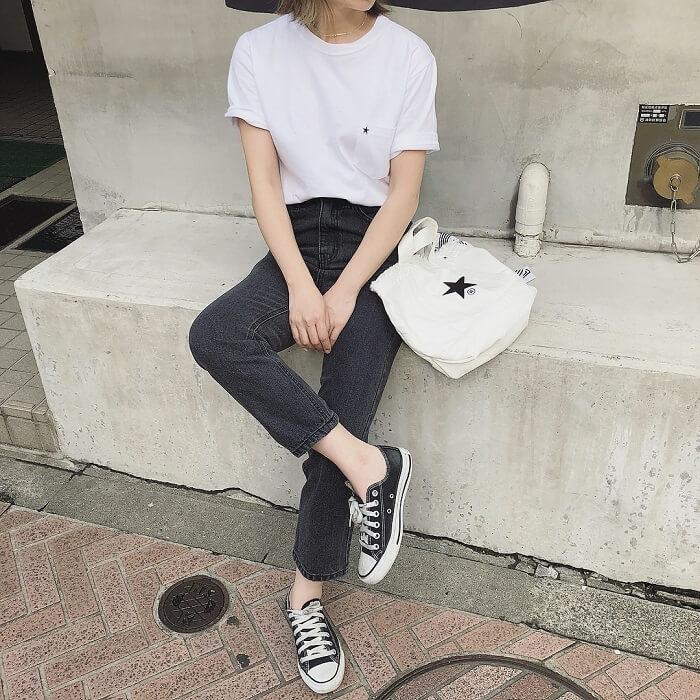 気温25度の白Tシャツ×スキニーデニムの半袖コーデ画像