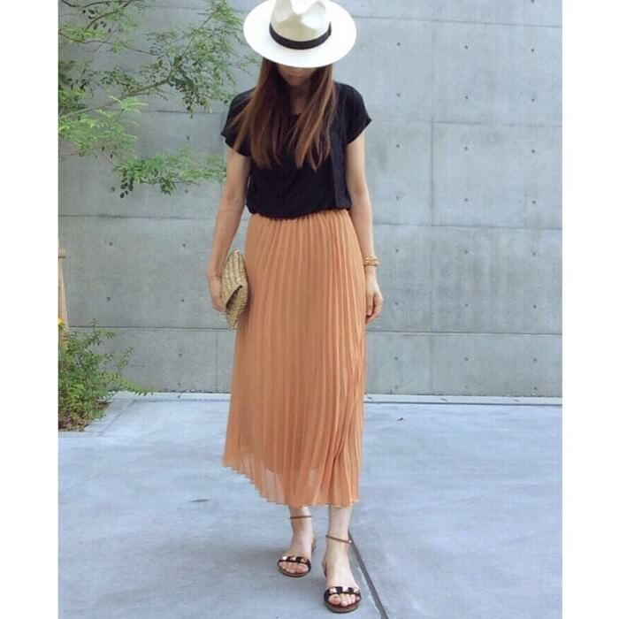 オレンジシフォンのロングスカートのコーデ画像
