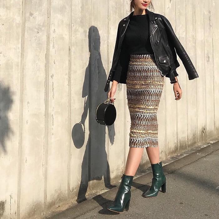 黒ライダース×ツイードタイトスカートのコーデ画像