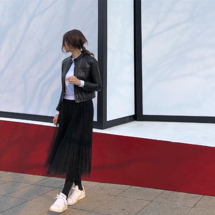 チュールスカート×「タイツ×スニーカー」のコーデ画像