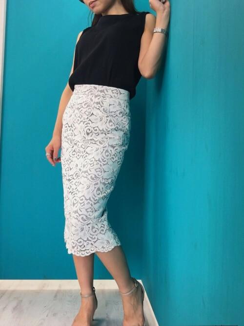 白レーススカート×オケージョンスタイルのコーデ画像
