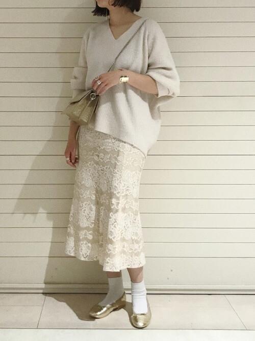 プルオーバーニット×レースマーメイドスカートのコーデ画像