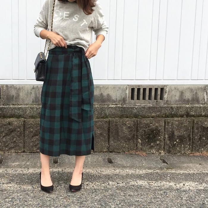 グレースウェット×チェックコクーンスカートのコーデ画像