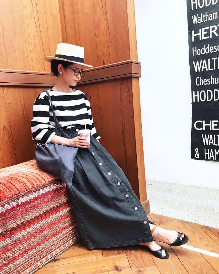 ボーダートップス×インディゴデニムスカートのコーデ画像
