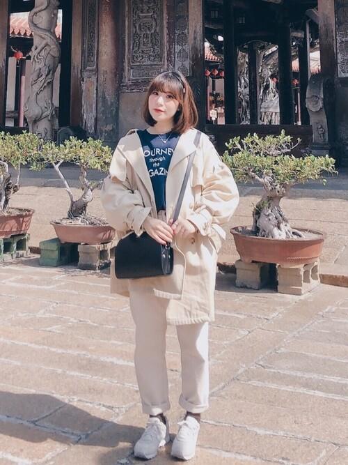 アイボリートレンチ×白パンツ×MRL996のコーデ画像