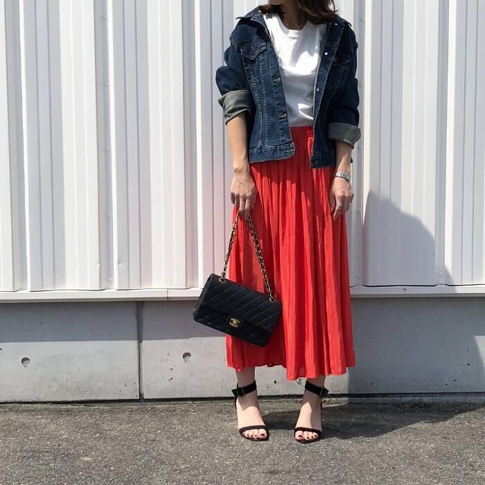 ブラッドオレンジスカート×デニムジャケットのコーデ画像
