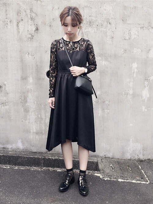 黒フレアスカートのコーデ画像
